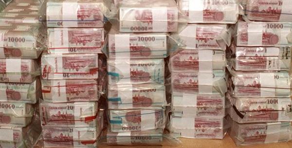forint_kotegek_bankjegyek.jpg